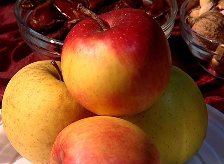 Vizualizati imaginile din articolul: It begins the autumn of 'Mures county apple'