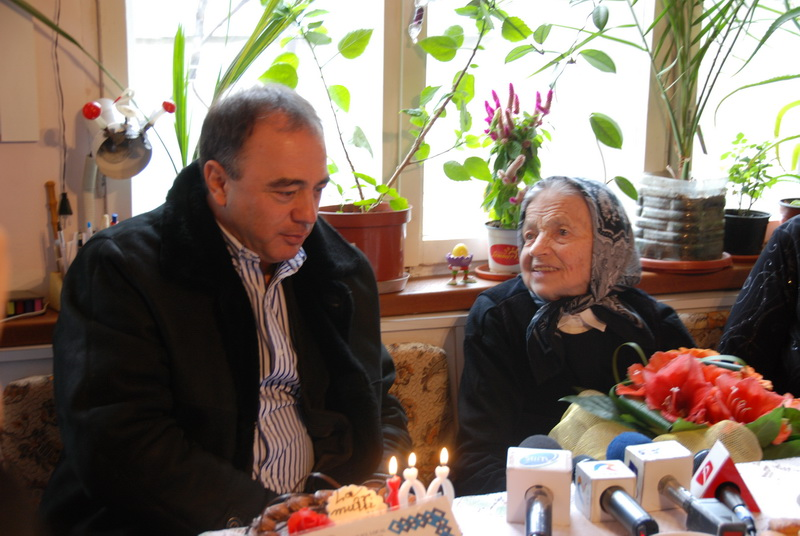 Vizualizati imaginile din articolul: Isten éltesse, Cristina néni!