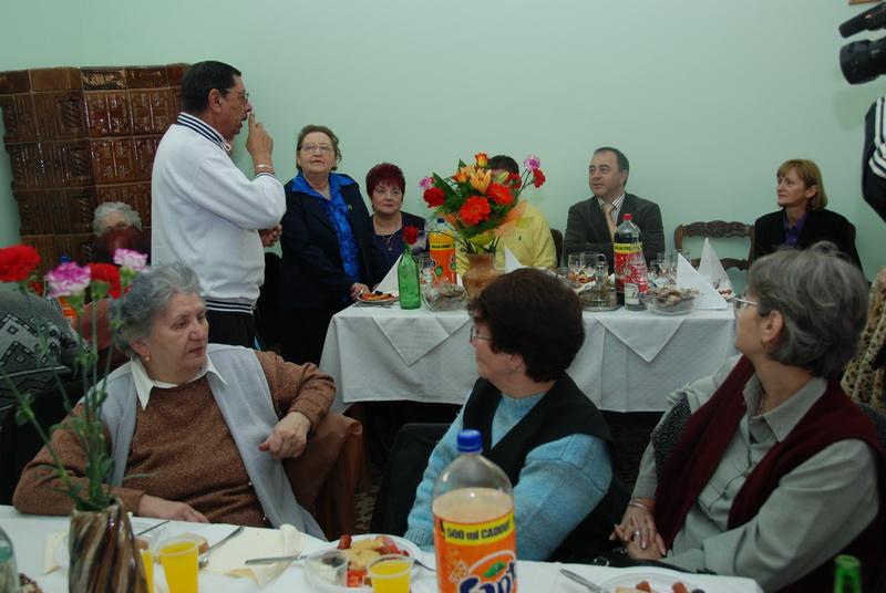 Vizualizati imaginile din articolul: Din nou, alături de pensionarii mureşeni