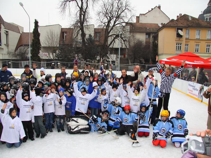 Vizualizati imaginile din articolul: Első hely a fiatal marosvásárhelyi jégkorongozóknak