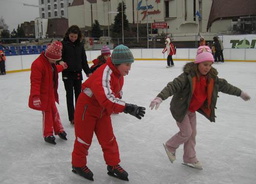 Vizualizati imaginile din articolul: Duminică 27 februarie – ultima zi la patinoar şi pe pista de săniuş