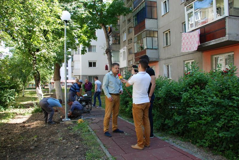 Vizualizati imaginile din articolul: Stâlpi noi de iluminat public pe strada Şurianu
