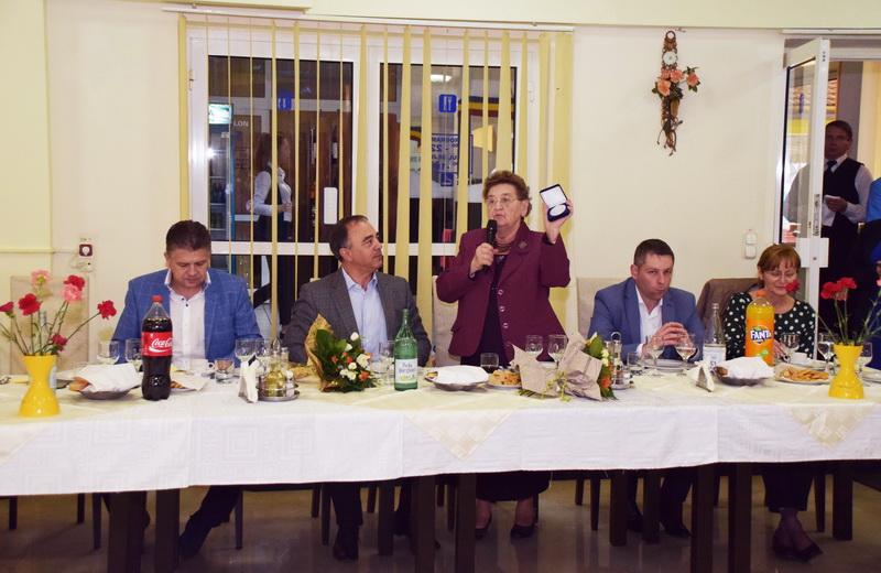 Vizualizati imaginile din articolul: Primarul Dorin Florea, în mijlocul pensionarilor târgumureşeni !