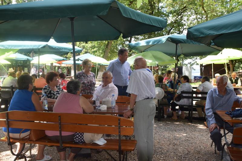 Vizualizati imaginile din articolul: Primăria Tîrgu Mureş - alături de pensionarii târgumureşeni