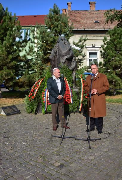 Vizualizati imaginile din articolul: Ziua Națională a Holocaustului, comemorată la Tîrgu Mureș