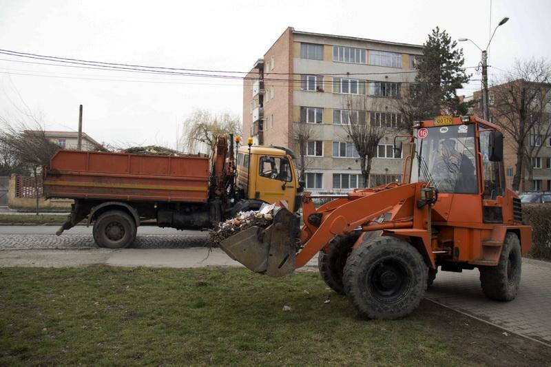 Vizualizati imaginile din articolul: Folytatódik az őszi nagytakarítás Marosvásárhelyen