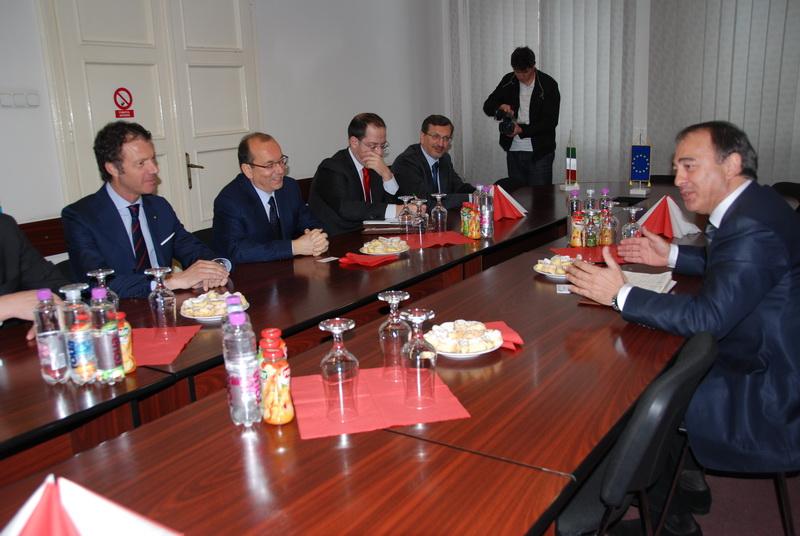 Vizualizati imaginile din articolul: Olaszország nagykövete Bukarestben