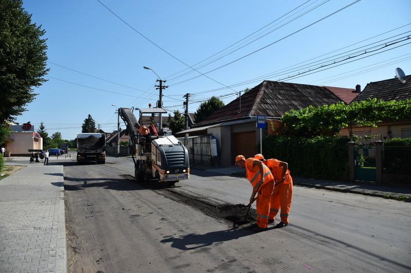 Vizualizati imaginile din articolul: Kátyúzási munkálatok Marosvásárhelyen