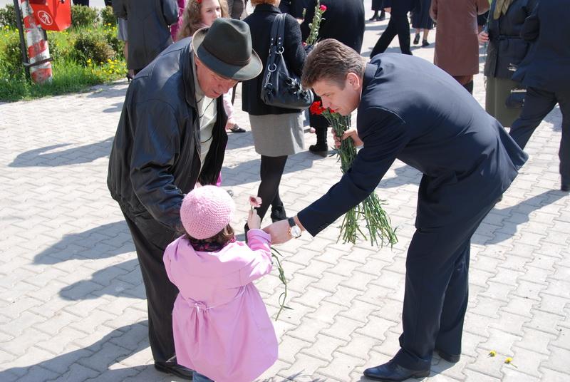 Vizualizati imaginile din articolul: Târgumureşencele merită în fiecare zi câte o floare
