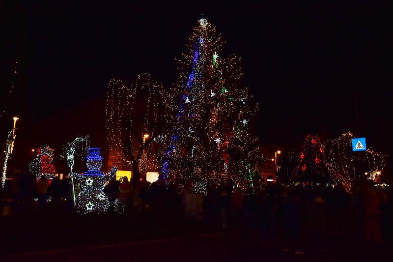 Vizualizati imaginile din articolul: Marosvásárhelyen felgyúltak az ünnepi fények