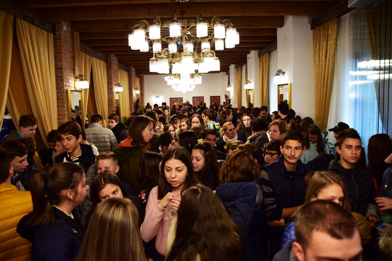 Vizualizati imaginile din articolul: A șaptea ediție a Târgului de Arte și Meserii și-a deschis porțile, la Tîrgu Mureș!