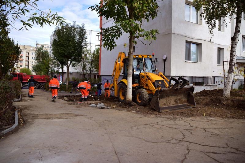Vizualizati imaginile din articolul: Lucrări de asfaltare şi amenajări de parcări în Tîrgu Mureş