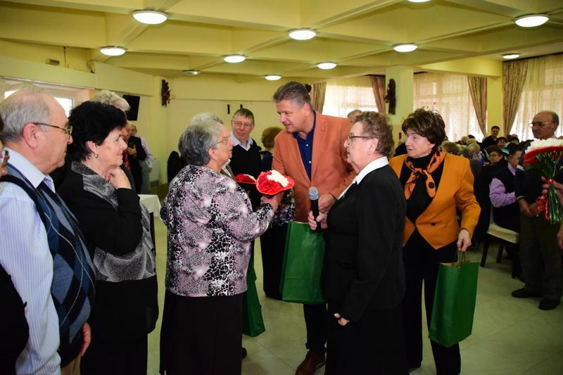Vizualizati imaginile din articolul: Claudiu Maior a marosvásárhelyi nyugdíjasok mellett!