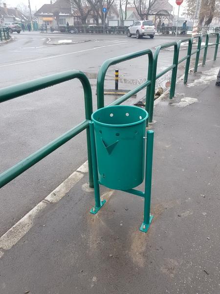 Vizualizati imaginile din articolul: Coşuri de gunoi noi la unităţile şcolare şi în cartierele din Târgu Mureş