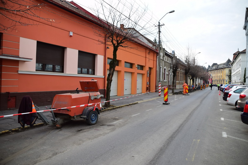 Vizualizati imaginile din articolul: Forgalomkorlátozás. Munkálatok a Nicolae Iorga utcai járdáknál