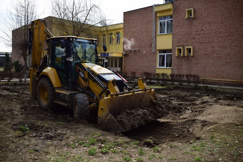 Vizualizati imaginile din articolul: Târgu Mureș: Grădinița 'Rază de Soare' va avea parc nou de joacă!