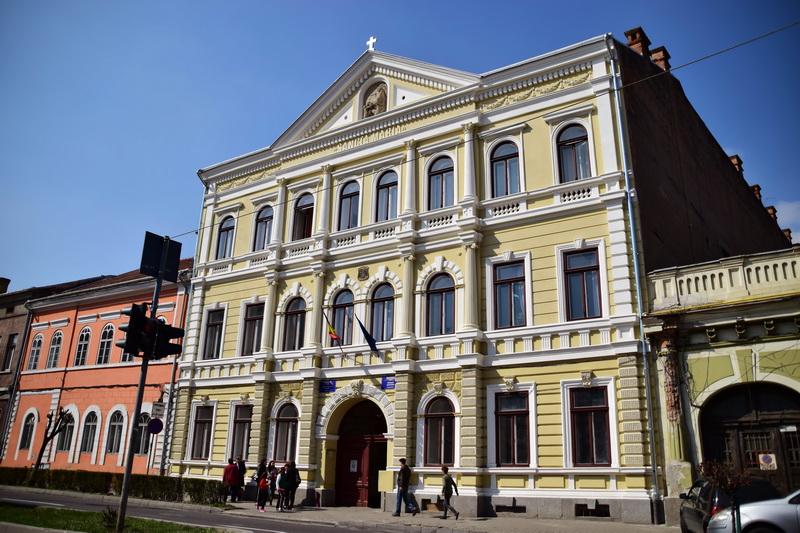 Vizualizati imaginile din articolul: Echipamente informatice și pachete software pentru Liceul de Artă din Târgu Mureș