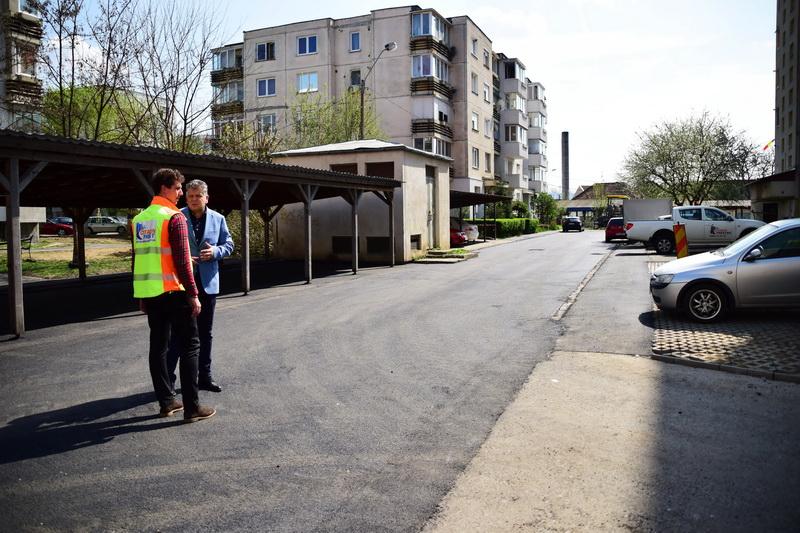 Vizualizati imaginile din articolul: Accese spre garajele de pe strada Burebista au fost asfaltate!