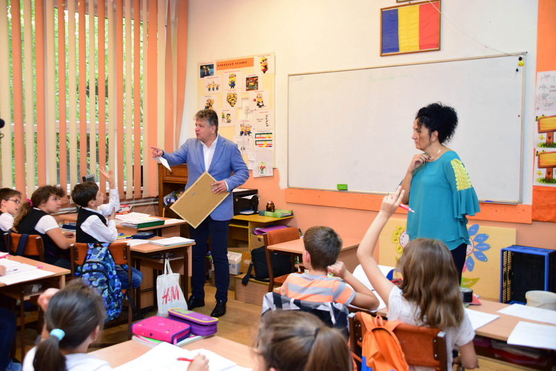 Vizualizati imaginile din articolul: Claudiu Maior: Gratulálok az Úszás alapjai programban résztvevő tanároknak!