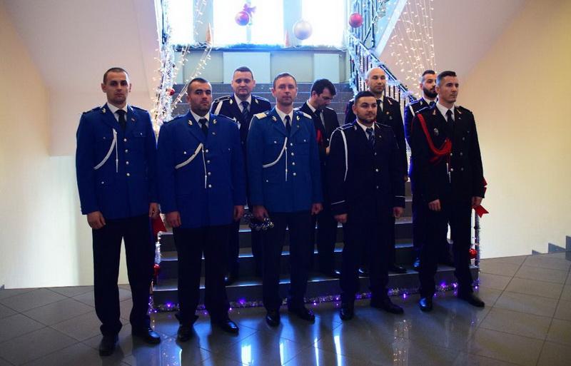 Vizualizati imaginile din articolul: Colindători la Primăria Târgu Mureș!