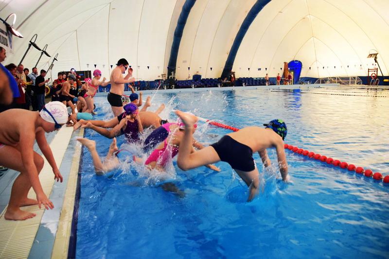 Vizualizati imaginile din articolul: 2020. február 3-ától folytatódik a Marosvásárhelyi Polgármesteri Hivatal által indított Úszás alapjai program