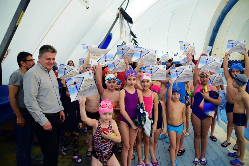 Vizualizati imaginile din articolul: Din 3 februarie 2020, reîncepe Programul de inițiere în înot, demarat de Primăria municipiului Târgu Mureș