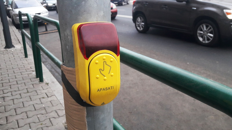 Vizualizati imaginile din articolul: Atenție! Semafor cu buton la trecerea de pietoni din fața Serviciului de Evidență a Populației