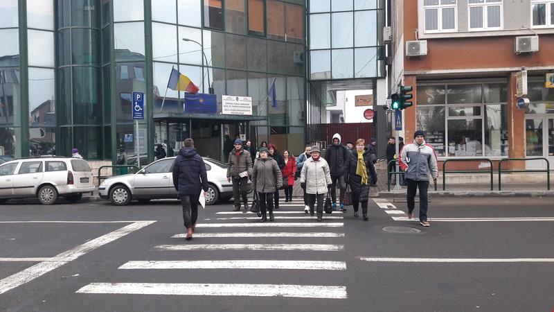 Vizualizati imaginile din articolul: Figyelem! Nyomógombos jelzőlámpa a lakosságnyilvántartó hivatal előtti gyalogátjárónál