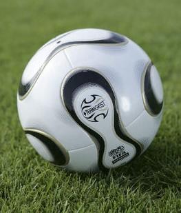 Vizualizati imaginile din articolul: Old Boys-40 2011-es nyári kispályás minifutball