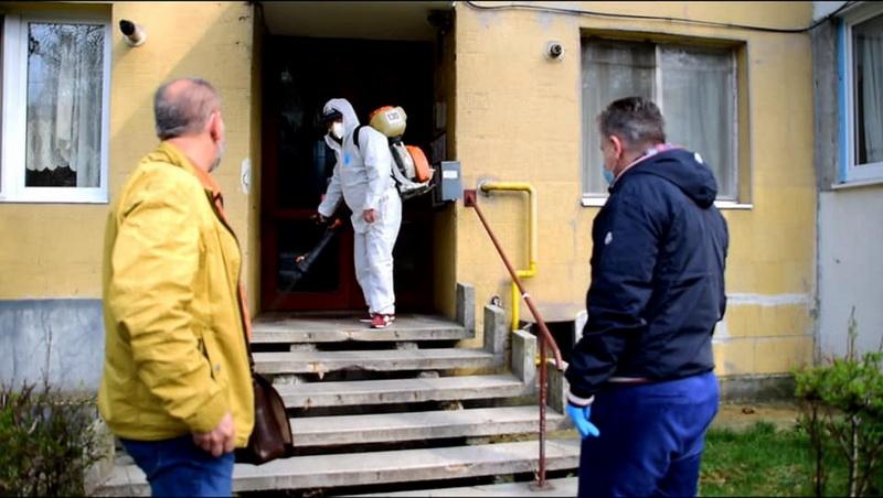 Vizualizati imaginile din articolul: Scările de bloc intră în dezinfecţie