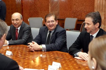 Vizualizati imaginile din articolul: Al 11-lea Centru de Excelenţă în Cercetare IBM, cu specializare pe sectorul medical, ar putea fi înfiinţat în Tirgu Mures, România